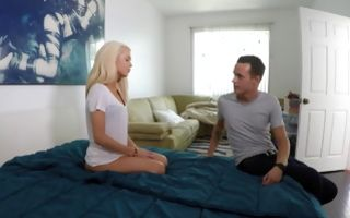 Perfect blonde stepsis Elsa Jean seduces stepbro to have sex
