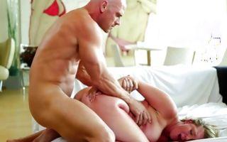 Hot chubby girlfriend Brooke Wylde gets dicked in homemade porn